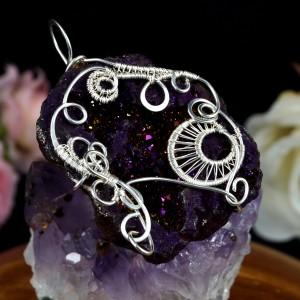 Srebrny wisior z geodą agatu pokrytą tytanem, prezent dla niej, prezent dla mamy, biżuteria ręcznie robiona, prezent urodzinowy