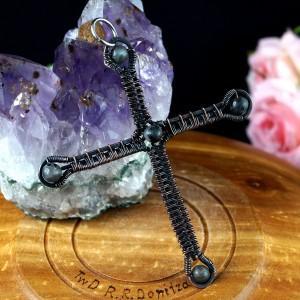 Krzyżyk z Larvikitem, Miedziany wisior w kształcie krzyża, ręcznie wykonany, prezent dla niej, prezent dla niego, prezent urodzinowy, unisex