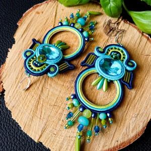Niebiesko-limonkowe koła z kryształkami