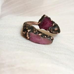Elektroformowany pierścionek z rubinem