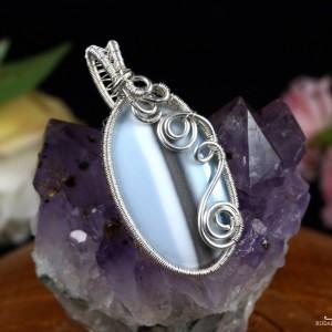 Opal niebieski, Srebrny wisior z opalem, ręcznie wykonany, prezent dla niej, prezent dla mamy, prezent urodzinowy, biżuteria, wire wrapped