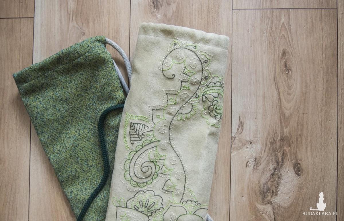 Pleciony zielony pokrowiec na matę do jogi
