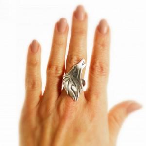 Pierścionek srebrny z wilkiem