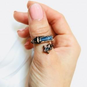 Regulowany pierścionek z kianitem
