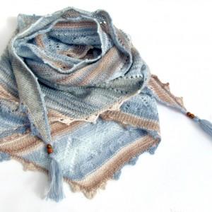 Ażurowa chusta, ręcznie zrobiona na drutach