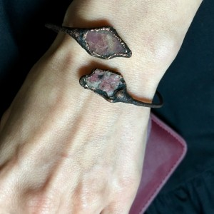 bransoletka z surowym rubinem