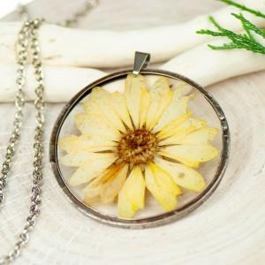 Naszyjnik z kwiatów w cynowej ramce z385
