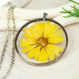 Naszyjnik z kwiatów w cynowej ramce z384