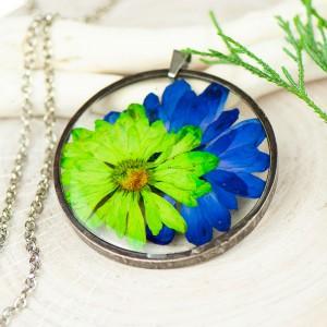 Naszyjnik z kwiatów w cynowej ramce z387