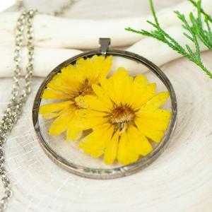 Naszyjnik z kwiatów w cynowej ramce z392