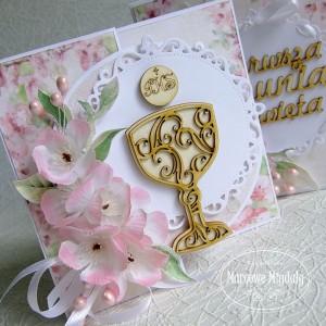 Różowa kartka w pudełku z okazji Komunii Świętej