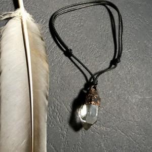 bransoletka regulowana z kryształem górskim patyna
