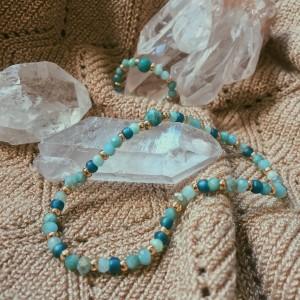Delikatny zestaw biżuterii z koralików (naturalnych kamieni)