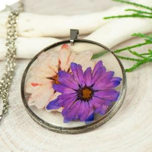 Naszyjnik z kwiatów w cynowej ramce z415