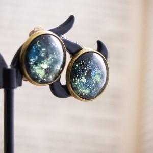 Retro klipsy z ręcznie malowanego szkła, zielona nebula