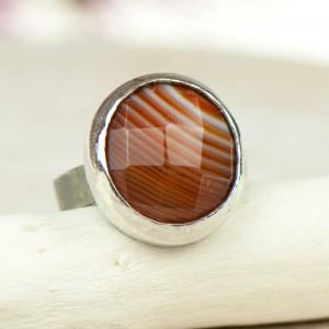 Minimalistyczny srebrny pierścionek z jesiennym agatem a663