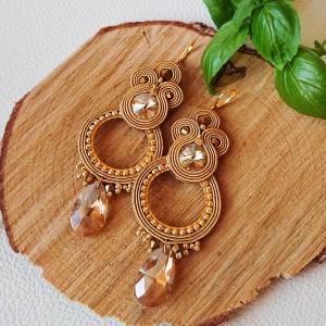 Złote kolczyki z kryształowymi zawieszkami