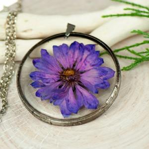 Naszyjnik z kwiatów w cynowej ramce z418