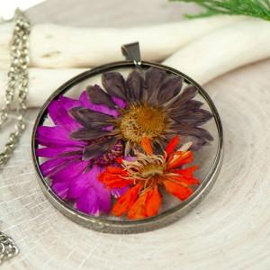 Naszyjnik z kwiatów w cynowej ramce z433