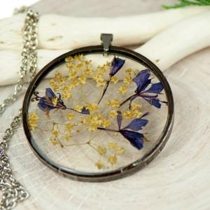 Naszyjnik z kwiatów w cynowej ramce z438