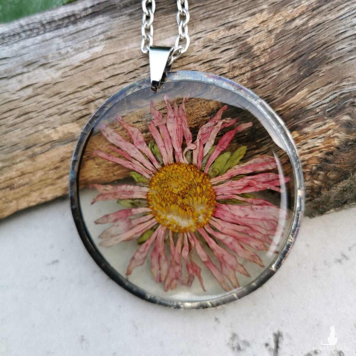 Naszyjnik z kwiatów w oprawie z26