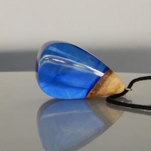 Niebieski wisiorek z żywicy (04092001)