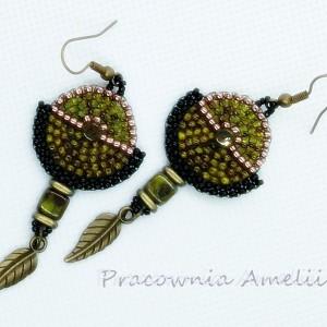 cellular brick stitch w oliwkowej zieleni