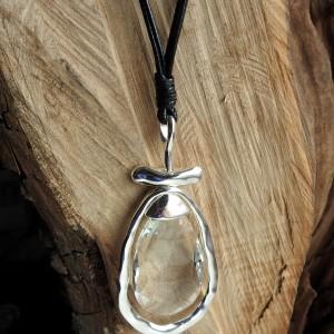Długi naszyjnik z kryształową zawieszką