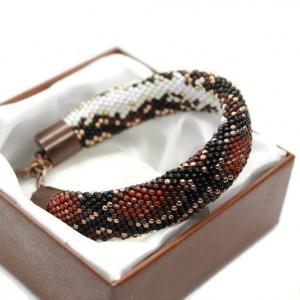Bransoletka z wzorem węża wykonana z drobniutkich koralików