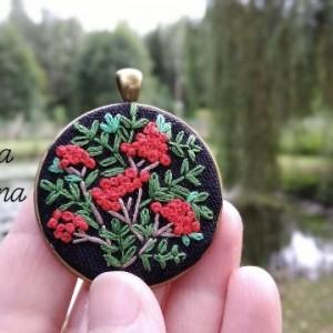 Naszyjnik z haftem