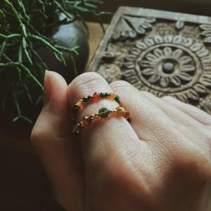 Elastyczne pierścionki z prawdziwych kamieni