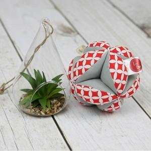 Piłeczka puzzlowa Takane Montessori – czerwone maroko + szary