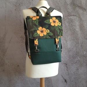 Plecak w kwiaty na laptopa