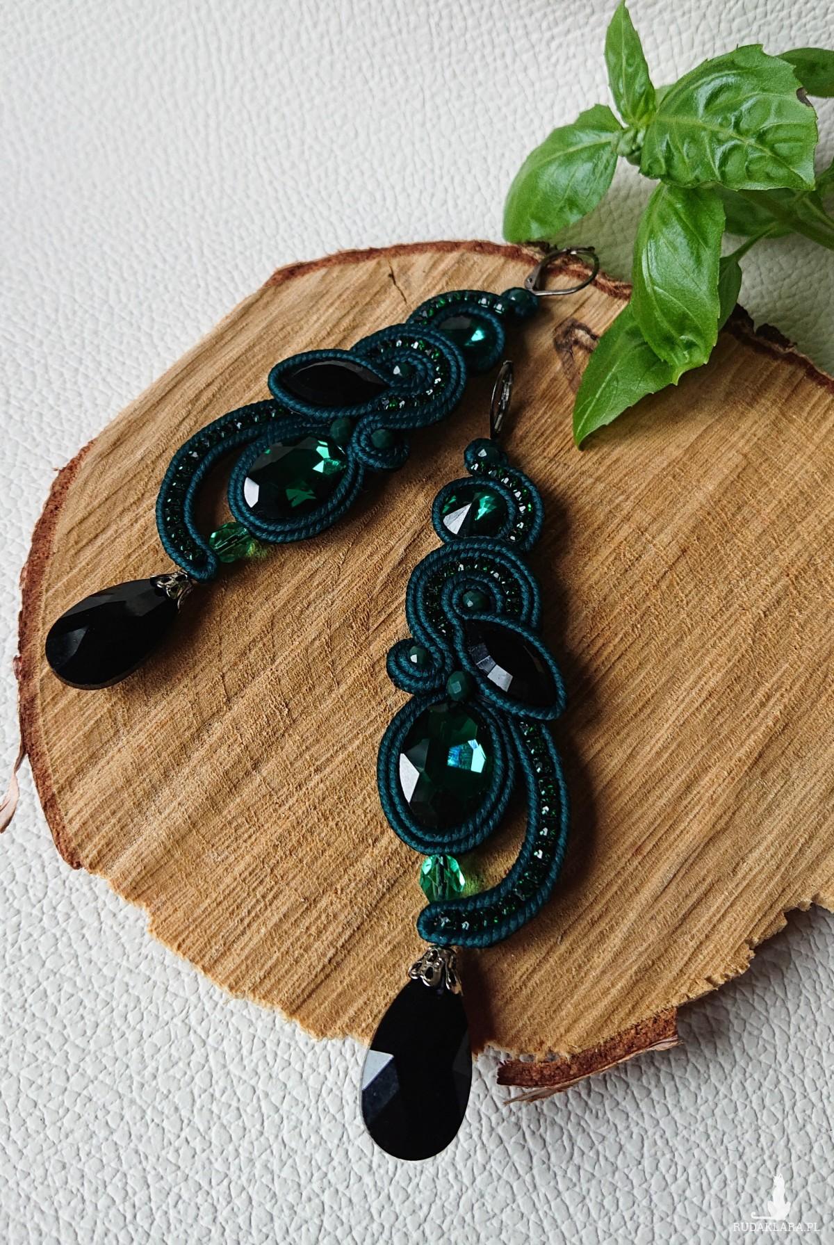 Zielone kolczyki z czarnymi kryształkami