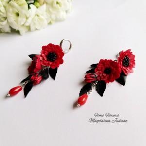 Kolczyki z czerwonym kwiatami