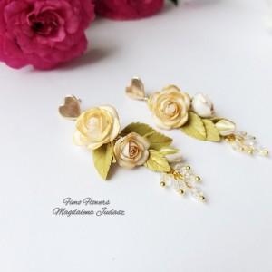 Kolczyki z biało złotymi różami