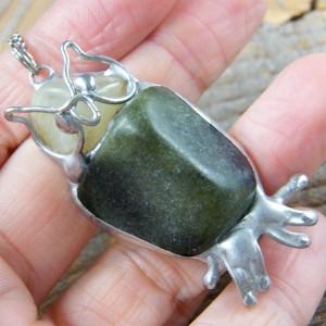 Naszyjnik: Sowa z zielonymi kamieniami