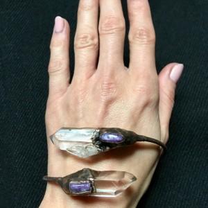Elektroformowana bransoletka z kryształem górskim i czaroitem