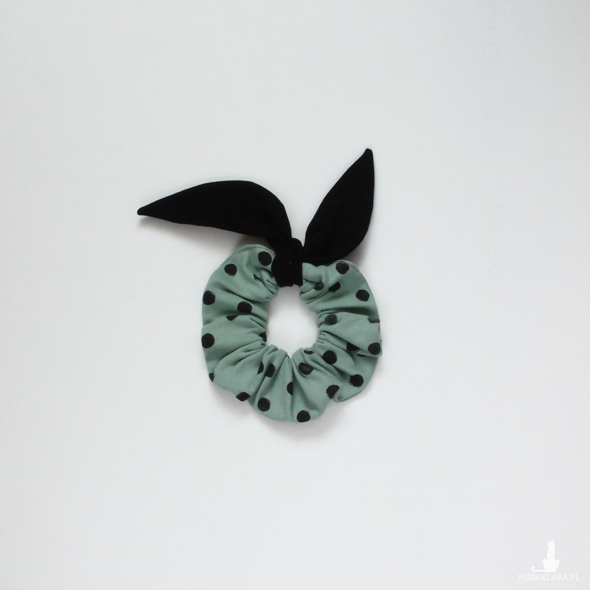Gumka do włosów (scrunchie) – szara mięta z czarnymi skrzydełkami