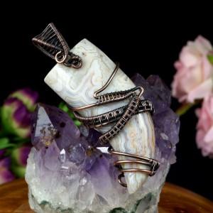 Agat crazy lace, miedziany wisior z agatem koronkowym prezent dla niej, prezent dla mamy, prezent dla żony, biżuteria ręcznie robiona unisex