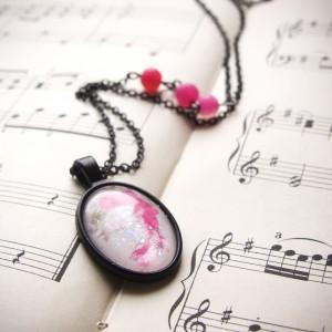 Czarno-różowy naszyjnik w stylu pastel goth