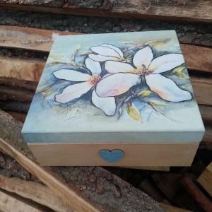 Szkatułka magnolia.