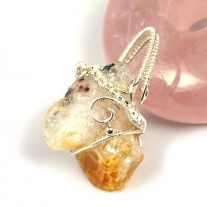 Cytryn, Srebrny wisior z surową bryłką cytrynu, prezent dla niej, prezent dla żony, prezent dla mamy, ręcznie robiona biżuteria wire wrapped