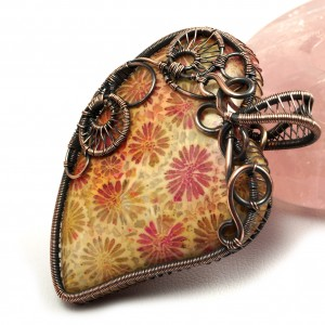 Skamielina koralu, Miedziany wisior ze skamieliną, ręcznie wykonany, prezent dla niej prezent dla mamy prezent urodzinowy biżuteria autorska