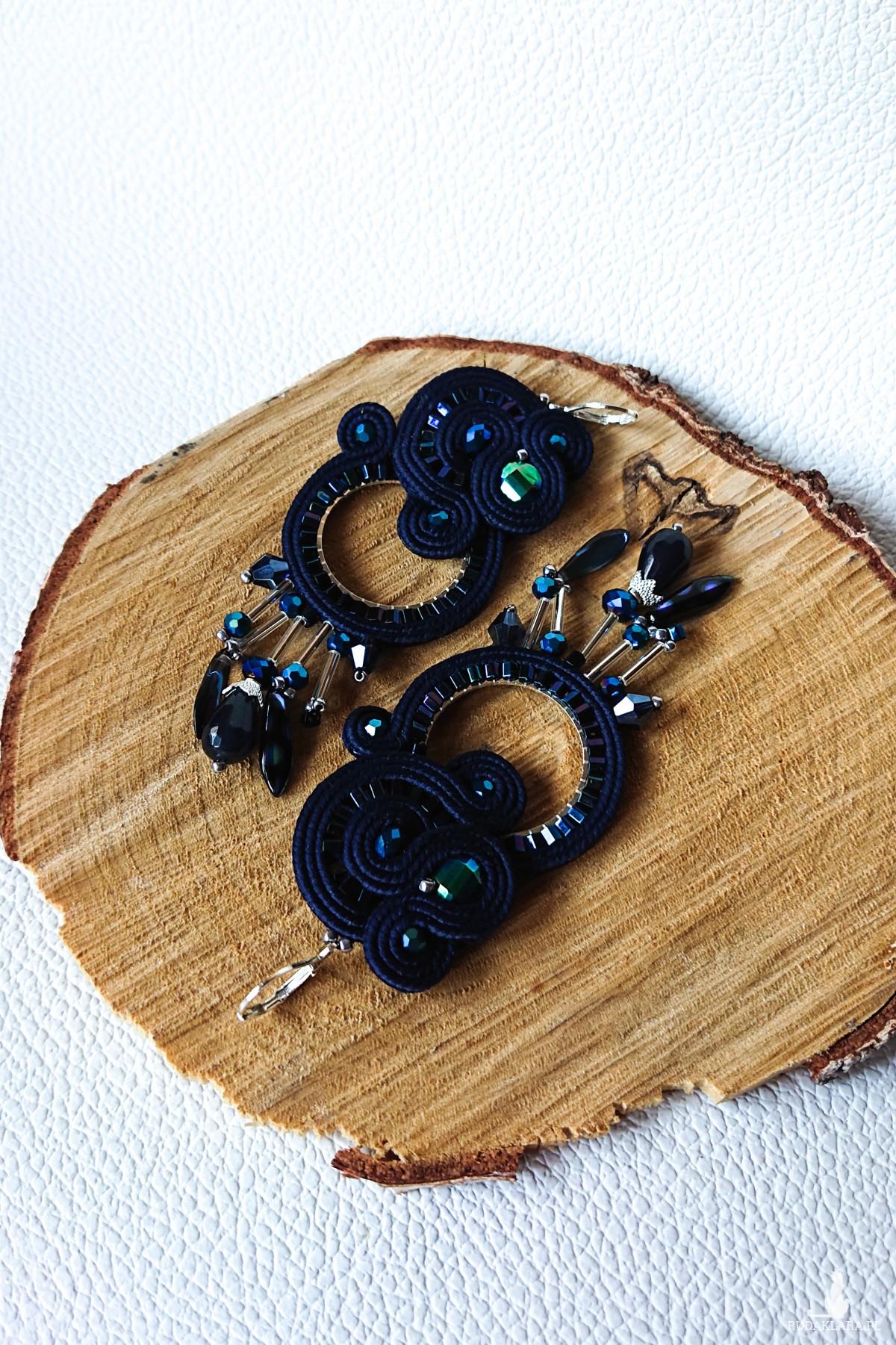 Granatowe kolczyki koła z kryształkami
