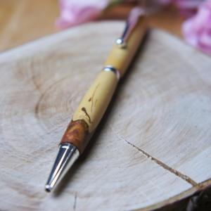 Naturalny długopis wykonany z drewna śliwy