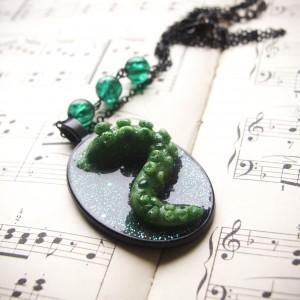 Naszyjnik z zielona macką - Kraken