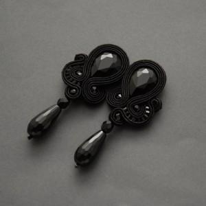 czarne kolczyki lub klipsy sutasz z onyksami