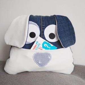 Poduszka pies z kieszonką jeans
