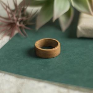 Męska obrączka z drewna tekowego